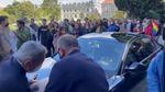 Boğaziçi'nde öğrenciler Naci İnci'nin aracının üstüne çıktı