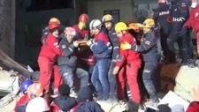 11 saat sonra 2 kişi enkazdan sağ kurtarıldı