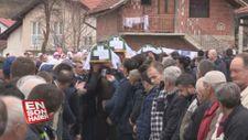 Bosna'da katledilen 12 Boşnak 27 yıl sonra topraga verildi