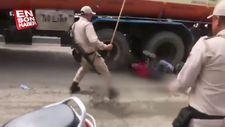 Polisin dövdüğü protestocuyu kamyon ezdi