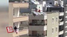 Anahtarı evde unutunca çocuğunu çatıdan balkona sarkıttı