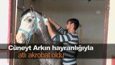 Cüneyt Arkın hayranlığıyla atlı akrobat oldu