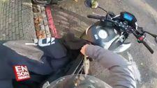 Motosikletini örten adamın yaşadığı talihsiz kaza