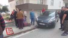Kontrolden çıkan otomobil kaldırımda yürüyen kişiye çarptı
