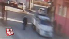Yolda yürürken kamyonet kasası kapağı çarpan kişi ağır yaralandı