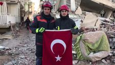 Türk bayrağını enkaz altında bırakmadılar