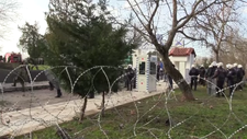 Yunanistan sınıra jiletli tel çekti