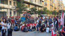 Lübnan'da meclis binasını kuşatan göstericiler oturumu erteletti