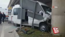 Öğrenci servisi trafik levhasına çarptı: 9 yaralı
