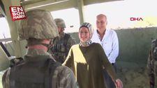 Nöbette annesini karşısında gören asker de annesine sürpriz yaptı