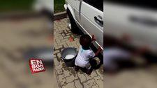 Araba yıkayan babasına minik elleriyle yardım eden ufaklık