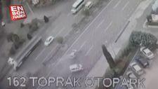 3 kişinin yaralandığı kaza anı kameraya yansıdı