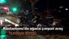 Kastamonu'da ağaca çarpan araç hurdaya döndü