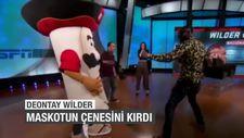 Deontay Wilder maskotun çenesini kırdı