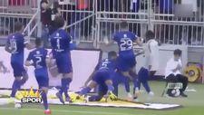 Gomis gol sevinciyle top toplayıcı çocuğu korkuttu