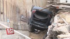 İstanbul'da bir araç inşaat çukuruna düştü
