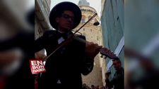 Makedon sanatçıdan İzmir Marşı