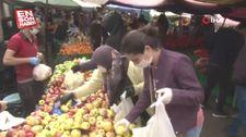 İzmir'de pazaryerinde sosyal mesafe kuralına uyulmadı