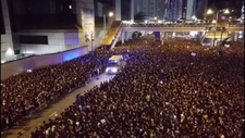 Hong Kong'ta protestocular ambulansa yol açtı