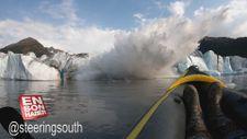 Alaska'daki buzul köprünün çökme anı