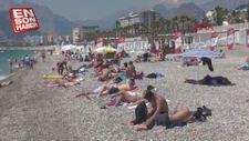 Antalya'da sıcaktan bunalanlar denize koştu