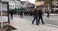 Almanya'da Naziler üniformalı yürüyüş yaptı