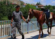 Sivas'tan atıyla birlikte askere gitmek için yola çıktı