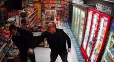 Beyoğlu'nda marketi soymaya gelen iki hırsız dayak yedi
