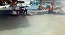 Başakşehir'de kontrolden çıkan araç benzinliğe daldı