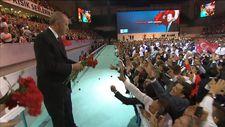 Erdoğan, 'Dönmem geri senin yolundan' şarkısıyla karşılandı