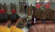 Bedelli asker yemin töreninde kız arkadaşına evlilik teklif etti