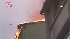 Beyoğlu'nda 5 katlı bir otelin çatısında çıkan yangın