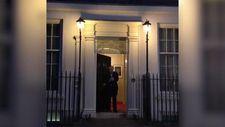 İngiltere Başbakanı Boris Johnson kapı önüne çıktı
