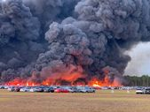 Florida'da 3 bin 500 araç saatlerce alev alev yandı