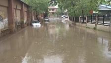 Beykoz'da araçlar su birikintisinde mahsur kaldı