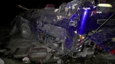Pakistan'da tren ve otobüs çarpıştı