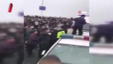 Çin'in Vuhan kentinde halk polise saldırarak isyan çıkardı