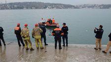 Denize düşen otomobilin sürücüsünün yardımına vale koştu