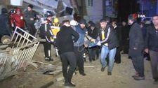Elazığ'da enkaz altından yaralı kurtarılan vatandaşlar