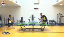 Elif Vedat Muriç'i masa tenisinde farklı yendi