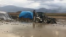 Erzincan'da yağmur yağışı dereleri taşırdı