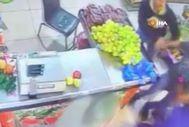 Esenyurt'ta manav dükkanında tekme tokat hırsız kavgası