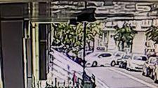 Avcılar'da aracıyla evin duvarına çarpıp kaçan sürücü