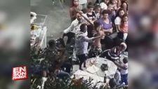 Eşiyle karşılıklı oynayan dansöze saldıran kıskanç kadın