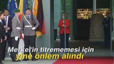 Merkel'in titrememesi için yine önlem alındı