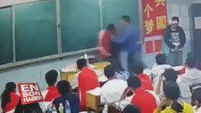 Acımasız öğretmen öğrencileri tekme tokat dövdü