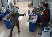 Adana'da hırsız marketi çikolatayla soydu