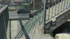 Kocaeli'ndeki üst geçit tel örgüyle kapatıldı