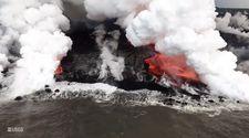 Hawaii'de lavlar okyanusa aktı