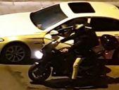 Vatandaşların gözü önünde otomobilden hırsızlık